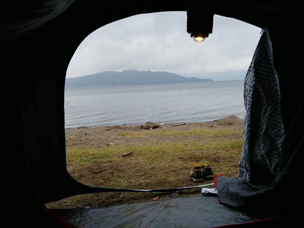ケシュアポップアップテント 朝入り口あけた風景