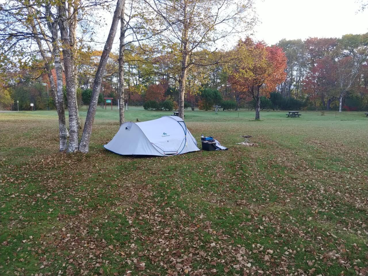 秋の冷え込む環境でケシュアポップアップテント