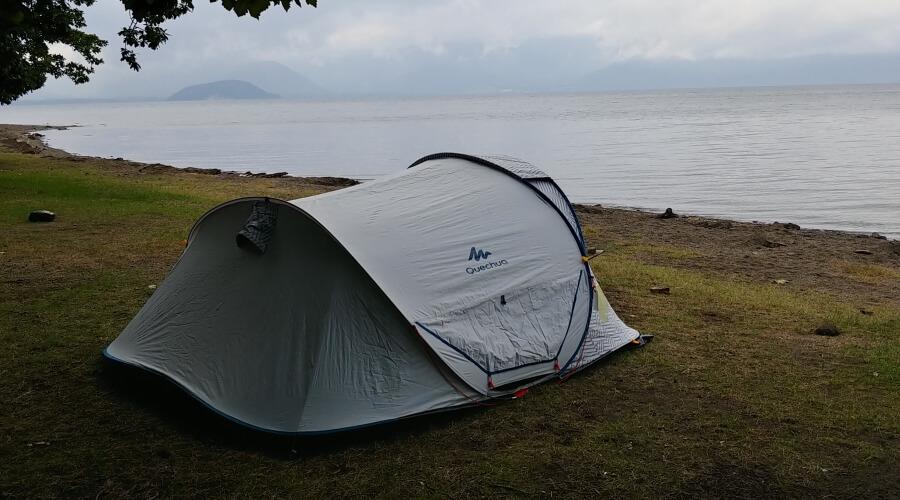 ケシュア ポップアップテントでソロキャンプを楽しんだ。
